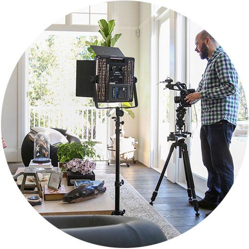 گروه فیلم برداری در خانه- آژانس تبلیغات کربن