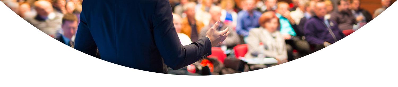 فردی در حال سخنرانی در جمع- سخنرانی- آژانس تبلیغات کربن