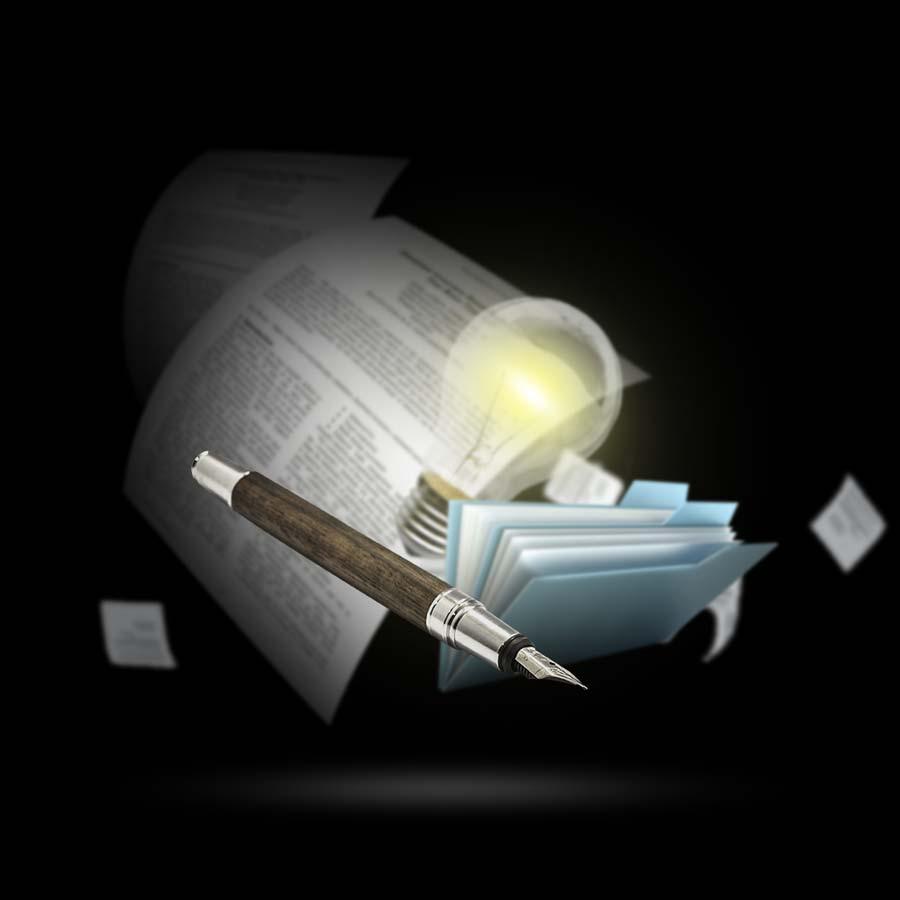 خودنویس و لامپ روشن